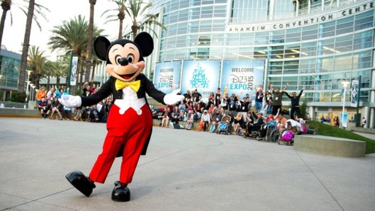 2_mickey-mouse-entertains-fans-exterior-ACC-d23-expo-2015-1180w-664h-780x440